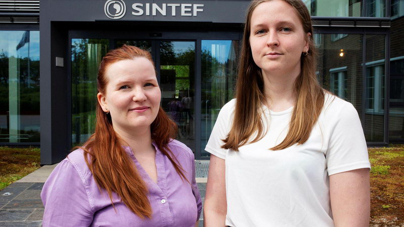 Sintef-forsker og førsteamanuensis Marie Elisabeth Gaup Moe (til venstre) ved NTNU begynte å forske på hacking av medisinsk utstyr da hun selv fikk pacemaker. Masterstudent Anniken Wium Lie skriver oppgaven sin om hvordan pacemakere kan hackes når den kobles på nett.