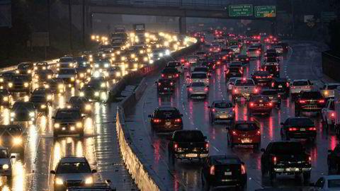 Bilbruken i verden kan være i ferd med å nå sin topp, tror stadig flere eksperter. Bildet viser rushtrafikken en tidlig morgen i Los Angeles sist vinter.