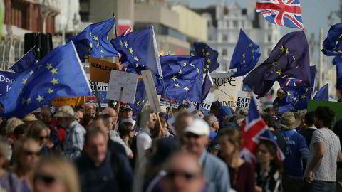29. mars 2019 er britene formelt ute av EU, men i praksis gjelder utmeldingen fra 1. januar 2021. Her fra en demonstrasjon i fjor med EU-tilhengere fra kystbyen Brighton i England.