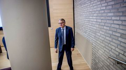 DNB-sjef Rune Bjerke ber myndighetene pålegge alle banker å være i stand til å ta imot kontanter.