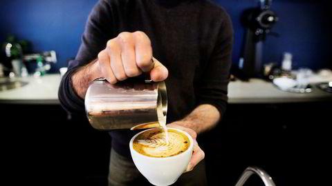 Espresso med varm melk. På italiensk. Først trendy. Så utskjelt som drikk for virkelighetsfjern urban elite.