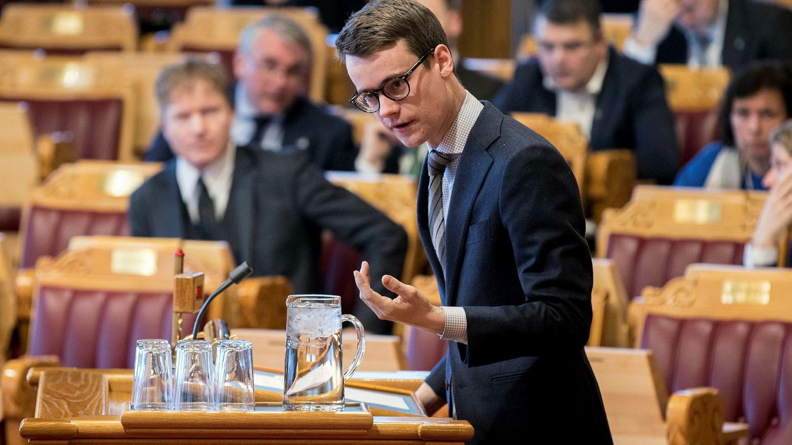 – Vi kan ikke ha et skattesystem som vrir investeringer mot petroleum og som kan gjøre samfunnsøkonomisk ulønnsomme investeringer lønnsomme for bedriftene, sier Tore Storehaug (KrF).
