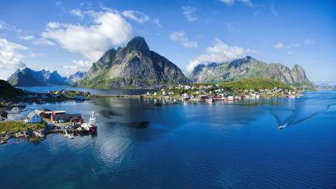 De siste årene har mellom 60 og 70 prosent av fiskeressursene som tas opp fra Norskehavet og Barentshavet vært innom Lofoten (bildet