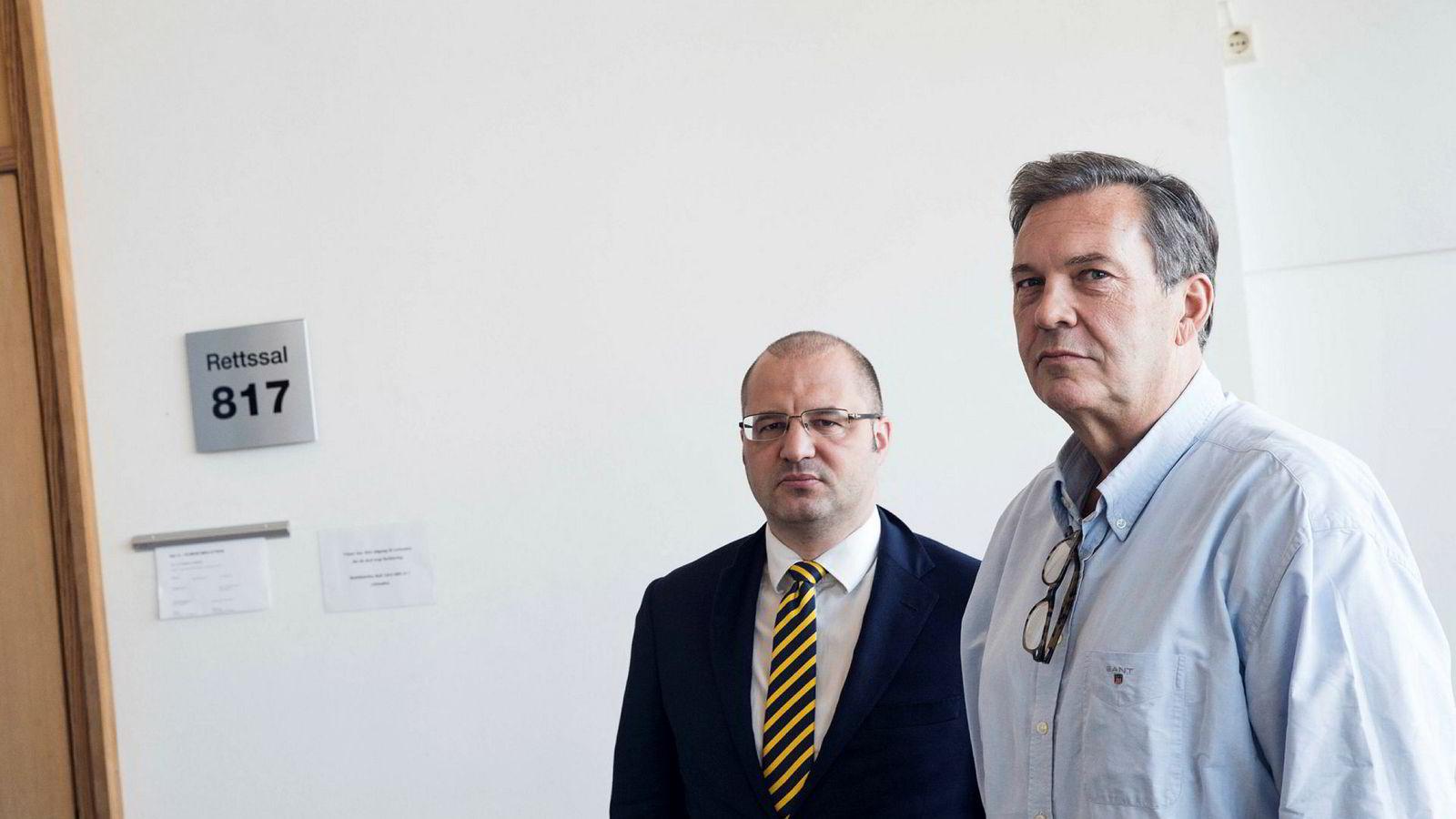 Jan Vestrum (til høyre) sammen med en av sine forsvarere, advokat Håkon Juell Hassel.