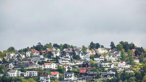 ESRB advarer om at høy gjeld og høye boligpriser kan være en trussel mot finansiell stabilitet i Norge. Bildet er av boliger i Ekebergåsen i Oslo.