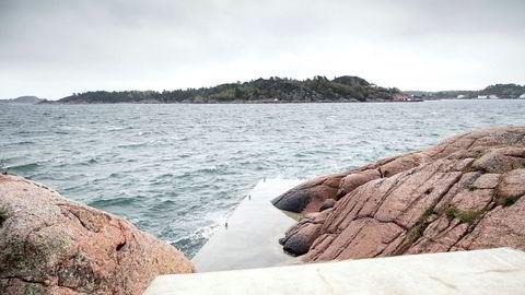 Ulovlig bygging i strandsonen ga fengsel for hytteeier Hanne Madsen.