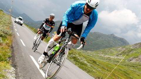 EKSTREMT HYGGELIG: Kompisene Joachim Nybakke (foran) og Phi Hong Ngyuen (bak) profilerer triatlonarrangementet sitt som ganske tøft, men ekstremt hyggelig. FOTO: Vivian Wedde