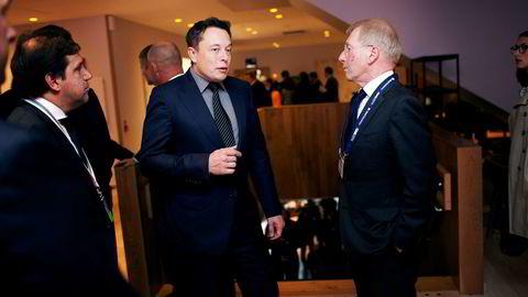 Jens Ulltveit-Moe (til høyre) er av de 79 nye Tesla-eierne som nå går rettens vei mot elbilprodusenten etter kjøp av Tesla Model S P85D. Jens Ulltveit-Moe møtte Tesla-sjef Elon Musk i Stavanger i 2014.
