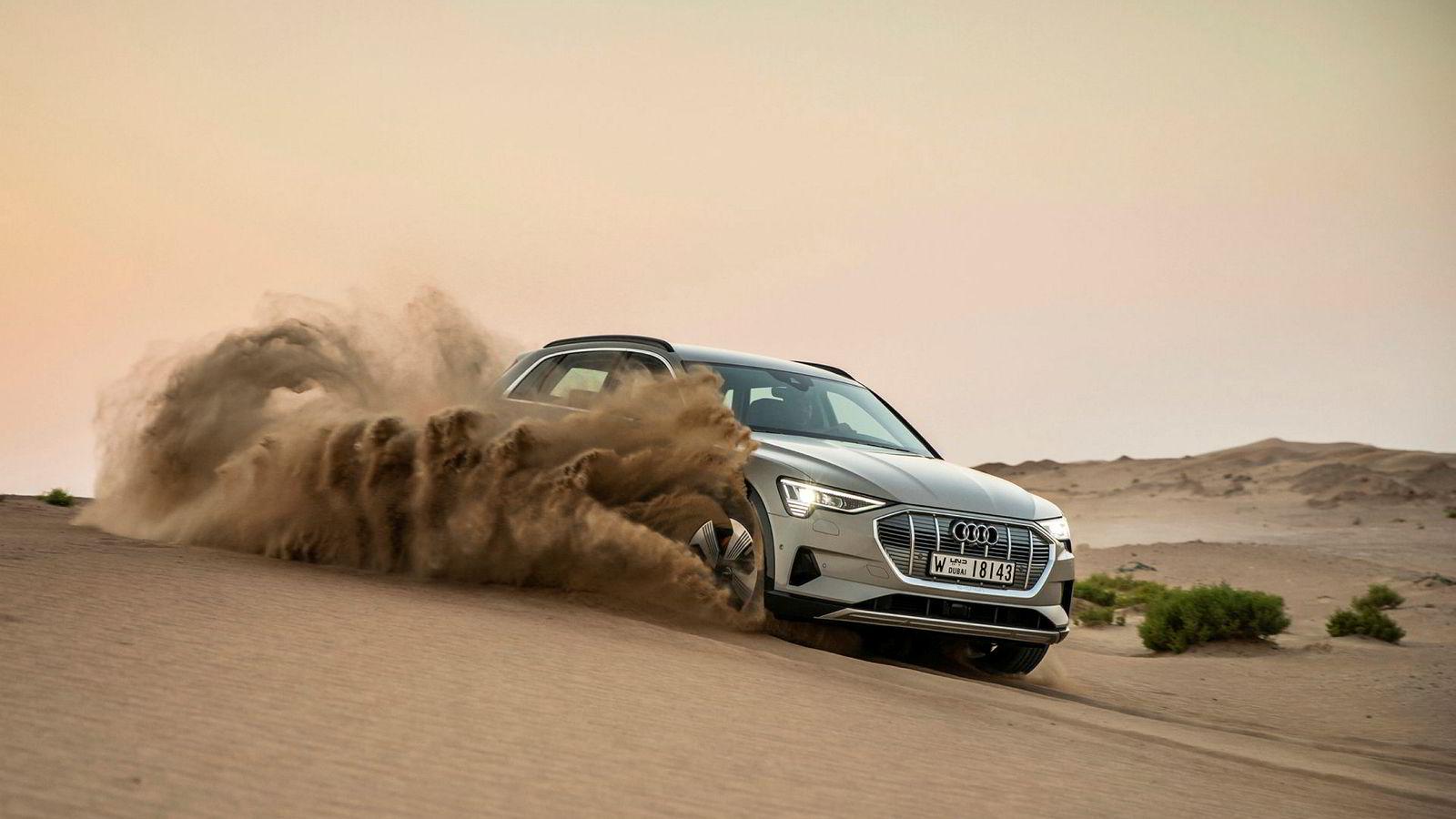 Det er registrert over 2000 Audi e-tron siden Møller startet med leveringer av bilen i mars. Her på testkjøring i Abu Dhabi.