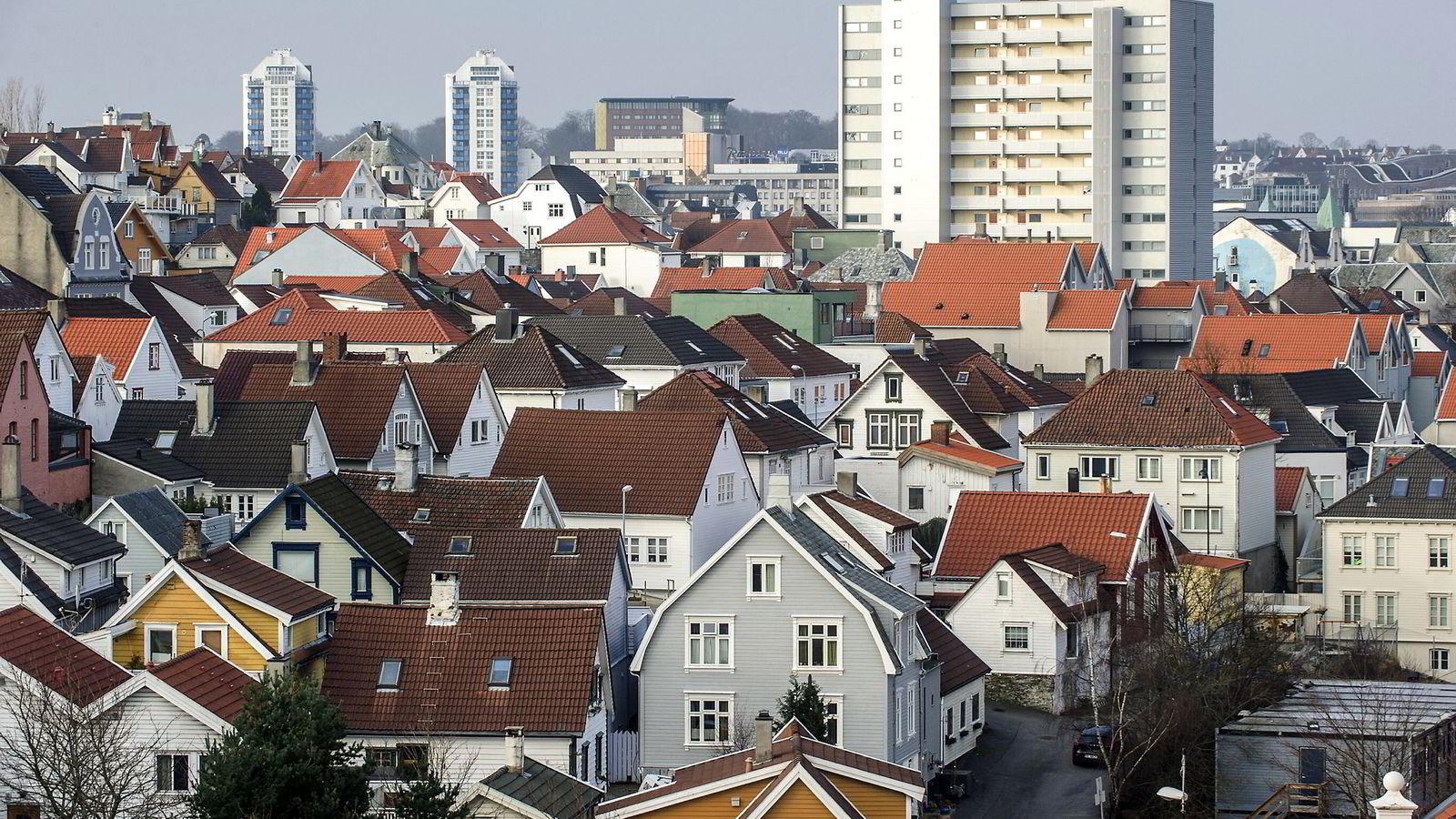 Oljesmellen gir stadig flere tomme boliger i Stavanger. Flere eksperter ser for seg mange år med prisfall. Foto: Kristian Helgesen/