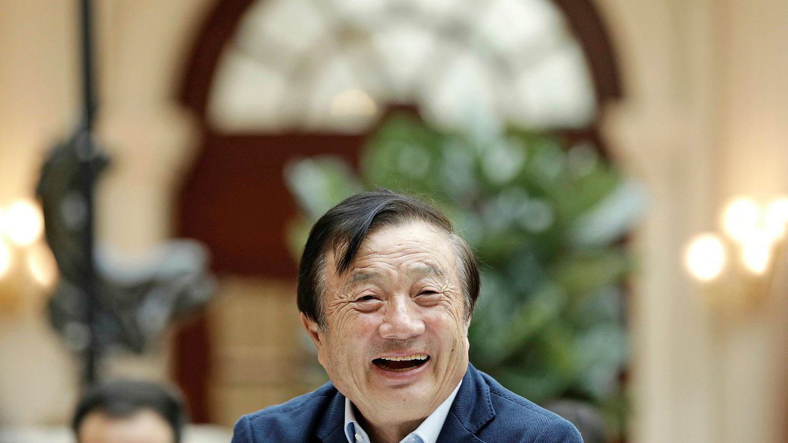 At Huawei-grunnlegger Ren Zhengfei nylig gikk ut og understreket at han absolutt ville avvise enhver forespørsel fra kinesiske myndigheter om å gi fra seg data fra kunder, sier mye om hvor avgjørende dette er for Huawei. Ren Zhengfei har knapt gitt et intervju de siste 30 årene.