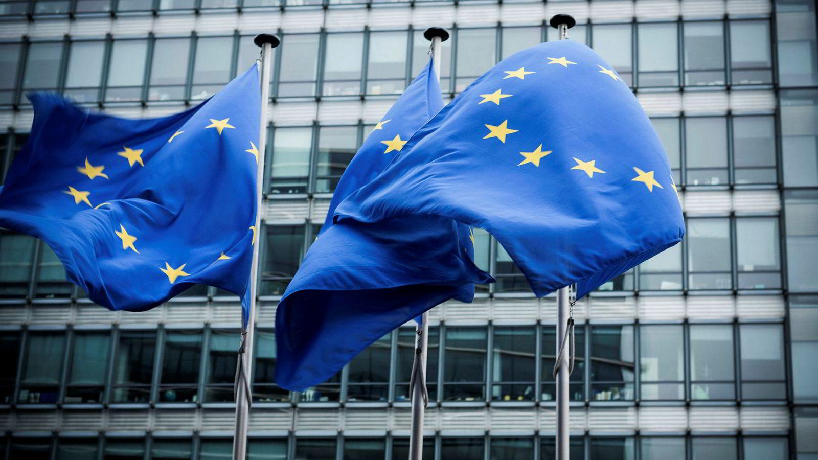 I omfang og rekkevidde er EU-rettens bandlegging av norsk råderett gjennom EØS-avtalen uendeleg mykje større og meir djuptgripande enn dei internasjonale menneskerettskonvensjonane.