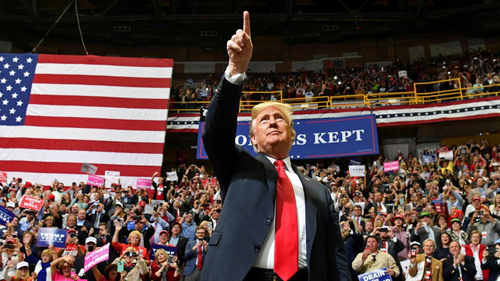 USA-ekspert Svein Melby regner med at president Donald Trump tar æren hvis republikanerne gjør det bra i tirsdagens valg, og legger skylden på andre hvis demokratene vinner. Her på et av sine valgmøter i Chattanooga i delstaten Tennessee søndag.
