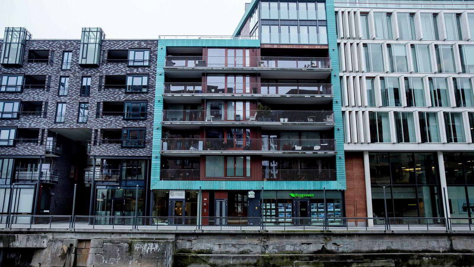 Den norsk-iranske legen (50) kjøpte toppleiligheten i dette bygget i Bolette Brygge 5 på Tjuvholmen for 31 millioner kroner, før han skiftet navn og solgte eiendommen videre.
