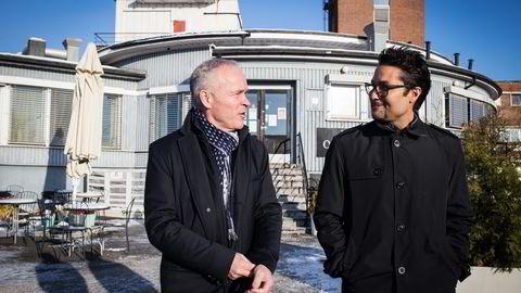 Jan Tore Sanner (til venstre) foreslår vesentlige endringer i byggteknisk forskrift for å gjøre leiligheter billigere. Her er han sammen med Obos-sjef Daniel Kjørberg Siraj. Foto: Javier Auris