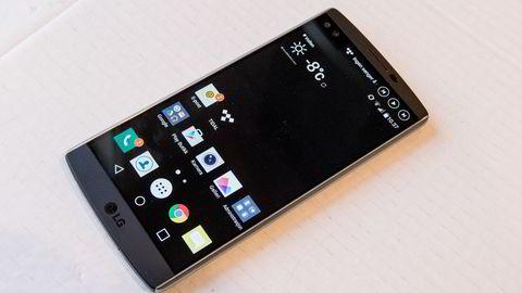 LG V10 har en ekstra statusskjerm og tre kameralinser. Foto: Magnus Eidem