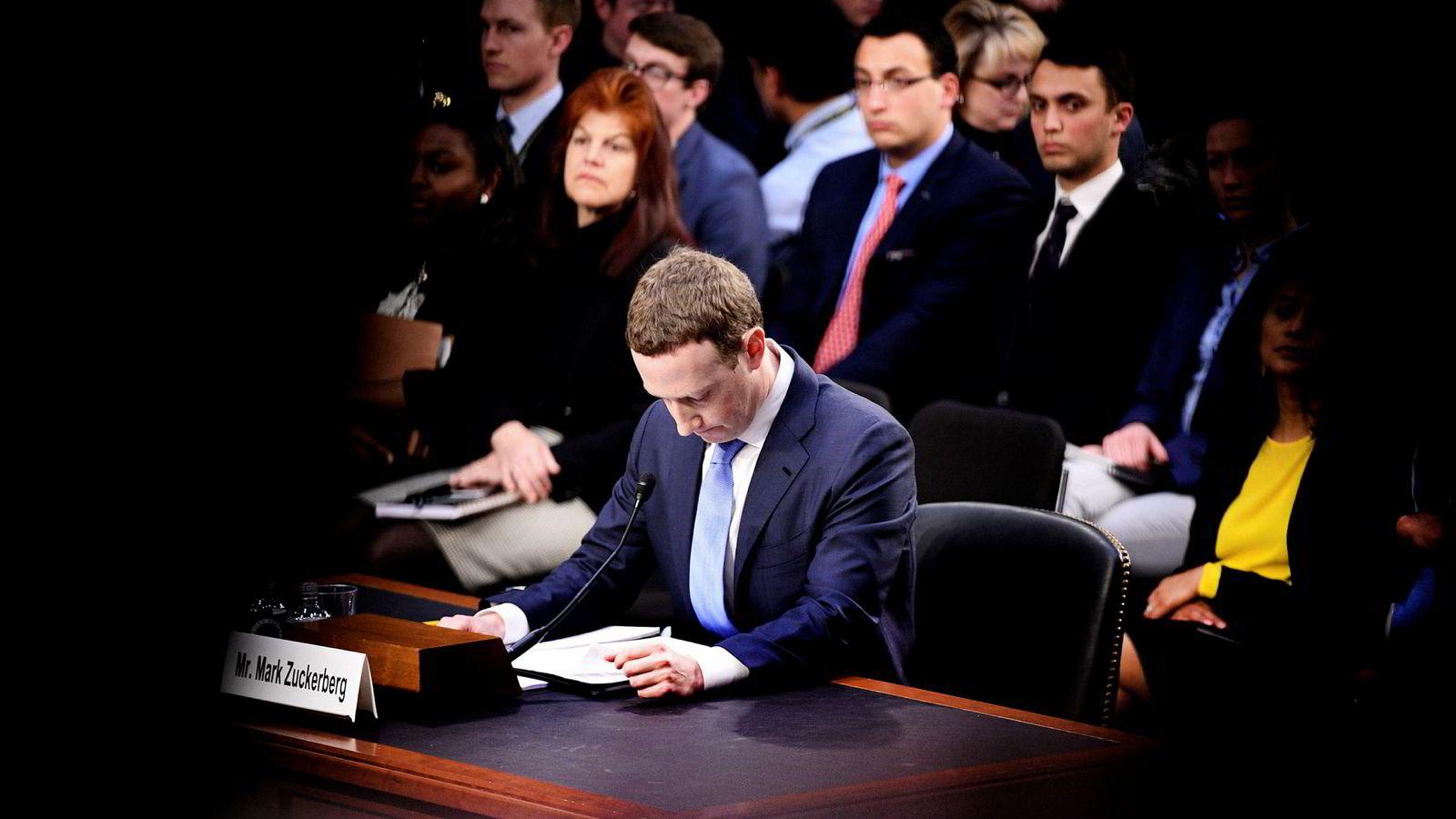Selv om Facebook-sjef Mark Zuckerberg ble grillet i Senatet, vil amerikanske myndigheter sannsynligvis godta hans løfter om bot og bedring og la industrien fortsette å regulere seg selv.