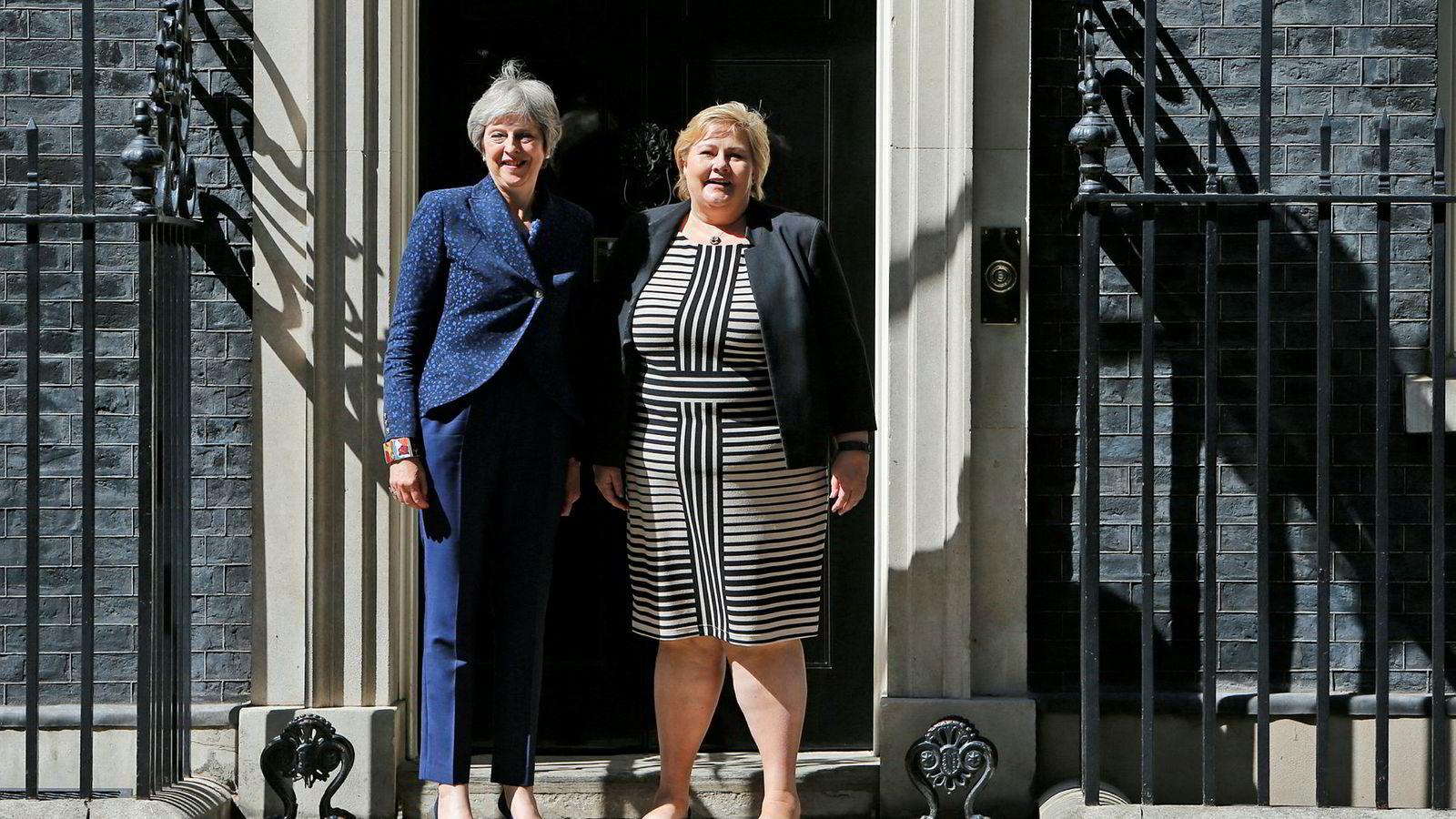 Storbritannias statsminister Theresa May fotografert sammen med Norges statsminister Erna Solberg under deres møte i London i juni i år.