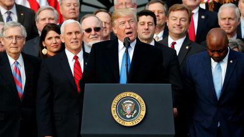 President Donald Trump hyllet onsdag republikanske kongressmedlemmer etter vedtaket om ny skattereform i USA.