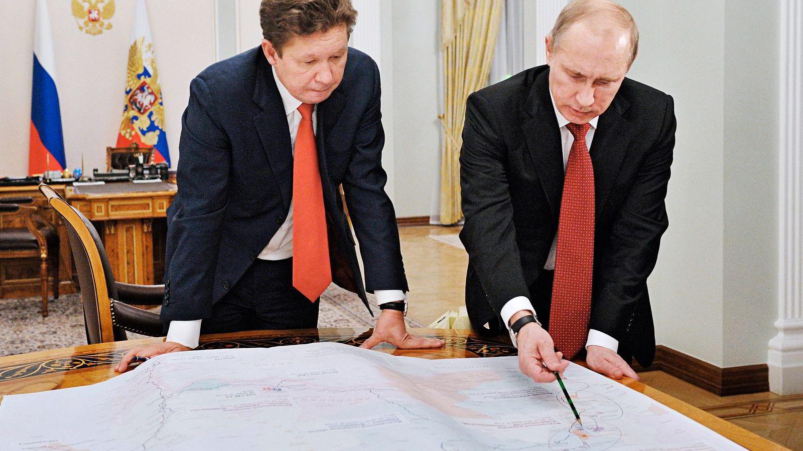 Den russiske presidenten Vladimir Putin (til høyre) har mer enn en gang pålagt Gazprom-konsernsjef Alexej Miller å løpe utenrikspolitiske ærend. Foto: Ria Novosti, Reuters/NTB Scanpix