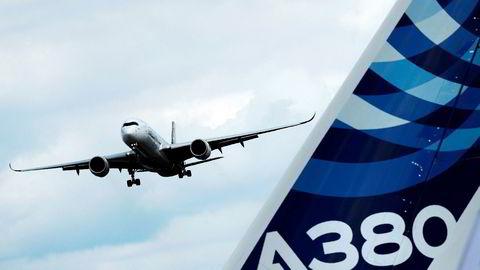Mens Boeing-fly står på bakken etter to dødsulykker sikrer Airbus seg store kontrakter med konkurrerende modeller på det kinesiske markedet.
