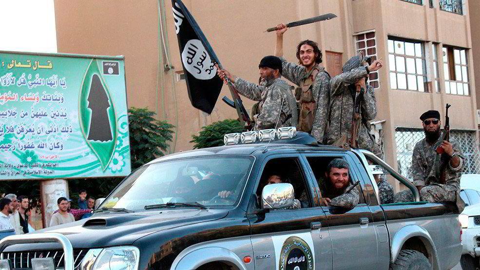 IS er for øyeblikket ikke istand til å utføre cyberangrep, men det blir ikke vanskelig å rekruttere medlemmer med nødvendig ekspertise, skriver artikkelforfatterne. Her en fra den syriske byen Raqa.