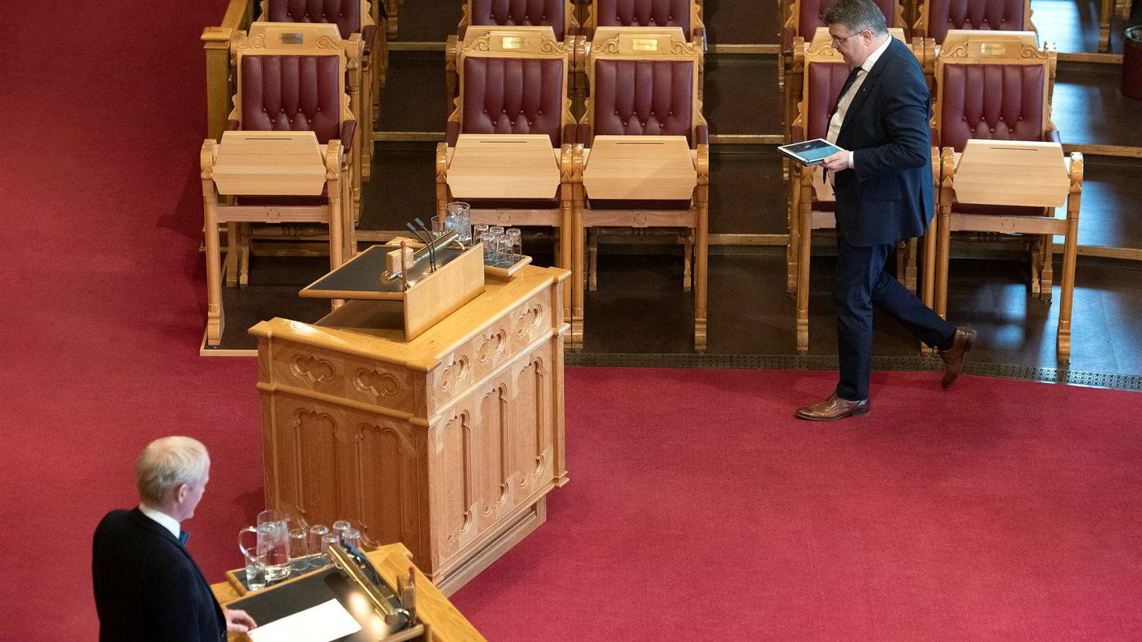 SVs Lars Haltbrekken kryssforhørte i Stortingets spontanspørretime olje- og energiminister Kjell-Børge Freiberg (Frp) om hva som hadde skjedd på et uformelt møte i en (sannsynligvis tåkete) østeuropeiske hovedstad.