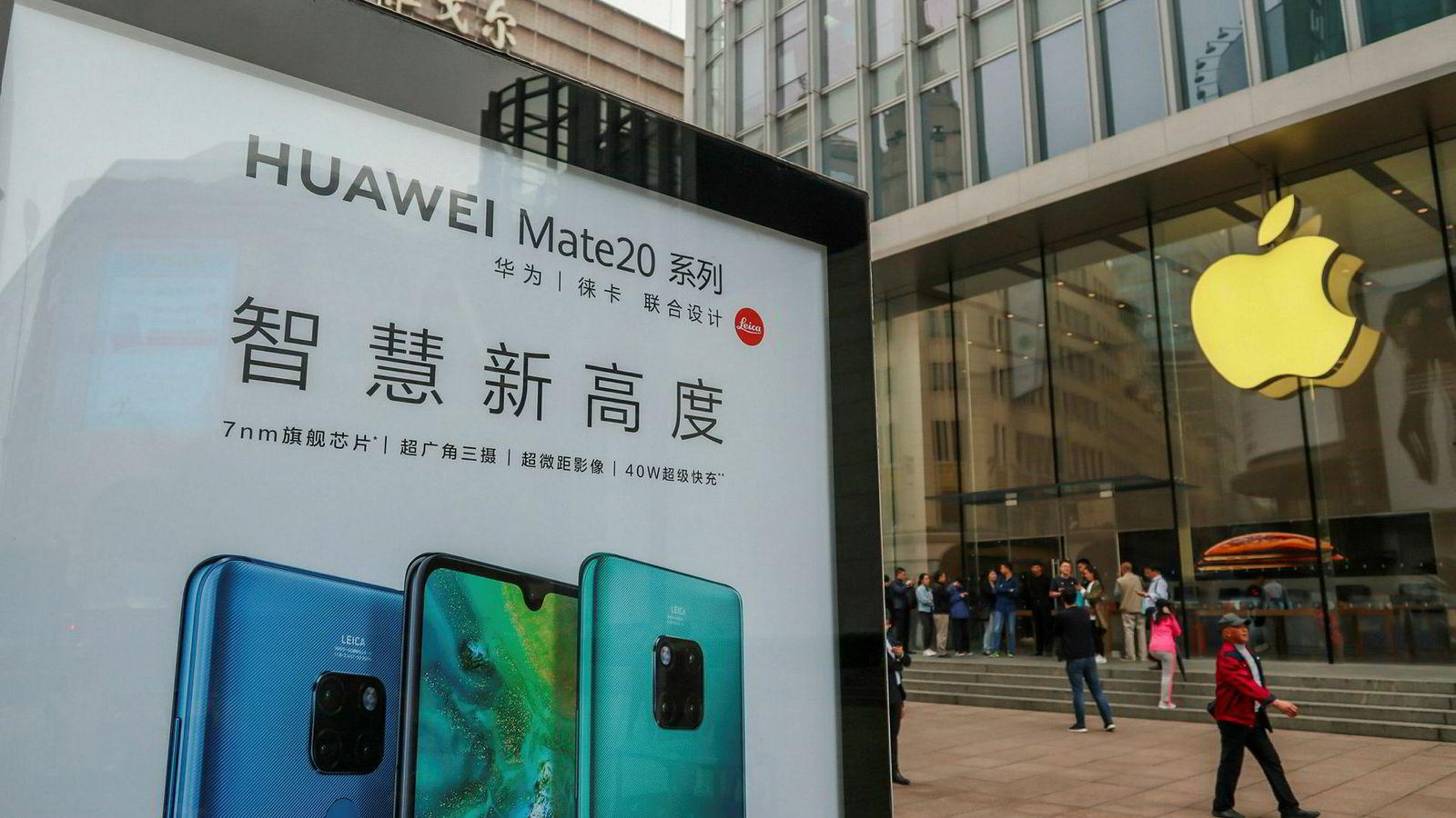 Det kinesiske smarttelefonsalget falt med nesten ti prosent i siste kvartal. Apple-salget i Kina falt med dobbelt så mye, ifølge IDC.