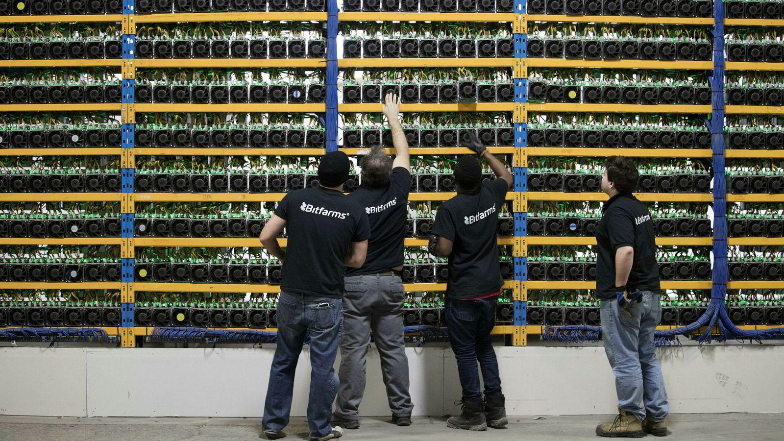 Strømforbruk i Norge som nå går til bitcoin, blir ved bortfall av norsk produksjon utlignet med økt forbruk i andre land, som her i selskapet Bitfarms anlegg i Canada.