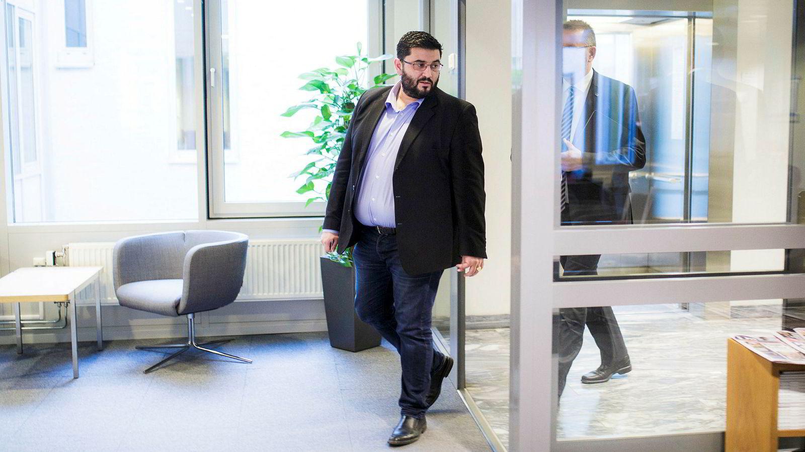 Mazyar Keshvari (Frp) er tilbake fra sykemelding, men kommer ikke lenger til å sitte i kontroll- og konstitusjonskomitéen.