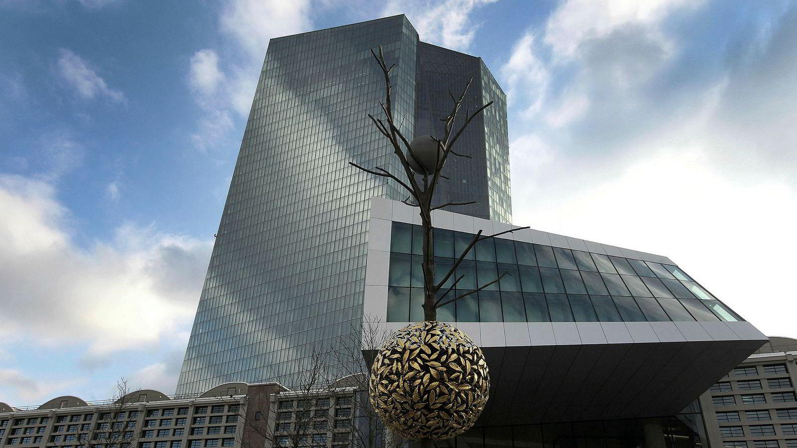 Markedet er 100 prosent sikkert på at styringsrenten blir senket etter det kommende rentemøtet i Den europeiske sentralbanken (ECB). I normale tider, når rentene er positive, så virker bankkanalen. Men når rentene blir negative tyder forskning på at den bryter sammen.