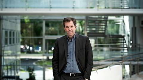 Fagdirektør John-Arne Røttingen i Folkehelseinstituttet mener at regelverket for antibiotika bør bli likere regelverket for narkotika. Foto: Per Ståle Bugjerde