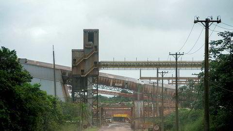 Hydros konsernsjef har vært i Brasil flere ganger for å forhandle med både nasjonale og lokale myndigheter. Hydro er nærmere målet om full produksjon ved Alunorte-anlegget (bildet) etter at Hydro signerte to avtaler tidlig i september.