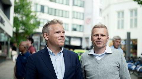 Anders Skar i blå jakke er sjef i Nordnet. Her sammen med spareøkonom Bjørn Erik Sættem i Nordnet.