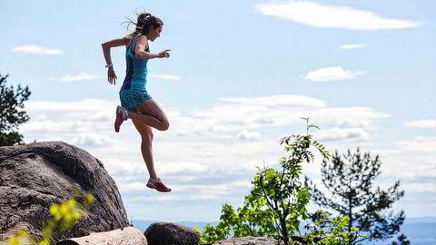 Kan man bli biologisk yngre av å løpe? Forskning kan tyde på det. Illustrasjonen viser konkurranseløper Yngvild Kaspersen (24) på treningstur i Vettakollen i Oslo.