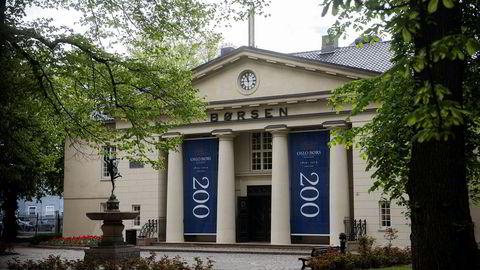Den amerikanske børsgruppen Nasdaq melder mandag morgen at den trekker sitt bud på Oslo Børs VPS.