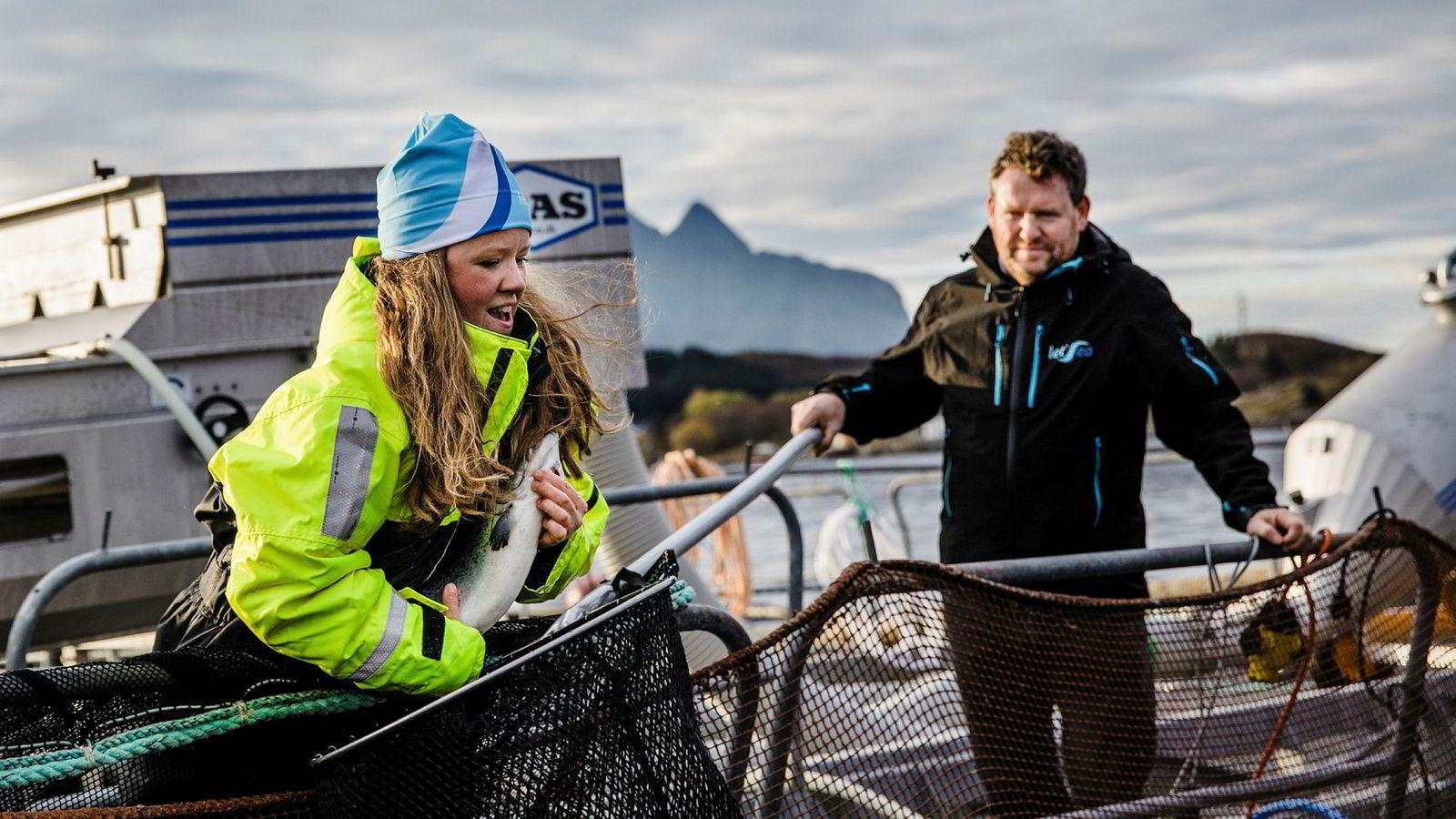 Henriette Hanssen, avdelingsleder på forsøksstasjonen Solfjellsjø og Kristian Johnsen, daglig leder i Letsea, er gasellevinner i Nordland, i år som i fjor.