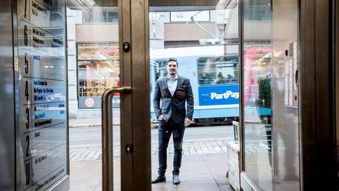Norske privatinvestorer hos nettmegleren Nordnet har solgt unna aksjer i forbrukslånsbankene. – Det har skremt våre investorer veldig, sier Mads Johannesen i Nordnet.