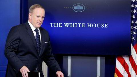 Det hvite hus' pressetalsmann Sean Spicer er igjen tilbake i manesjen etter åtte dagers fravær. Tirsdag ble kan konfrontert med spørsmål rundt sin egen fremtid i Trumps kommunikasjonsstab.