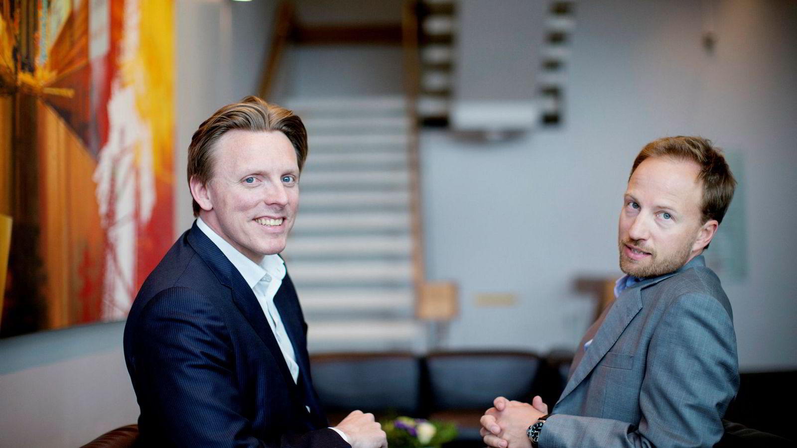 – Vi planlegger å investere mer i våre egne fond, sier toppsjef Christian Sinding i EQT (til høyre). Her med kollega og norgessjef Anders Misund på kontoret i Oslo.