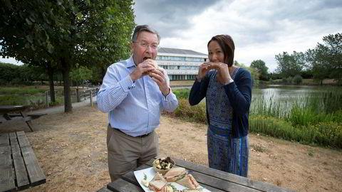 Konsernsjef Nigel Meadows og salgsdirektør Dominique Delacour i Norseland tror brexit kan hjelpe Jarlsberg inn i nye markeder.