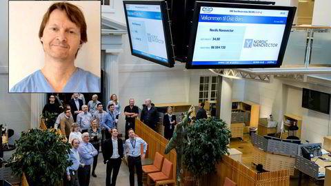 Øyelegen Ole Morten Halvorsen har over én milliard kroner investert i aksjer på Oslo Børs. Halvorsen er kjent som mediesky og det finnes ikke mange bilder av overlegen, her oppå et bilde fra børsnoteringen av Nordic Nanovector, hvor Halvorsen hadde 130,6 millioner kroner  plassert i slutten av 2018.