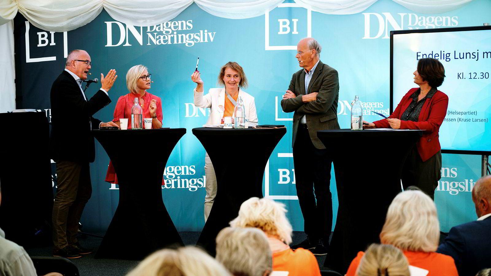 Fra venstre Gunnar Bovim, styreleder ved Oslo universitetssykehus, Ingvild Kjerkol (Ap), Lene Haug, initiativtager Redd Ullevål og førstekandidat i Oslo for Helsepartiet, Michael Tetzschner (Høyre) og Eva Grinde.