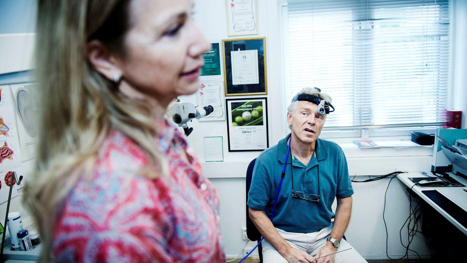 Gründerparet Helena Kyttari Djupesland og Per Djupesland har oppfunnet et medisinsk nesesprayprodukt.