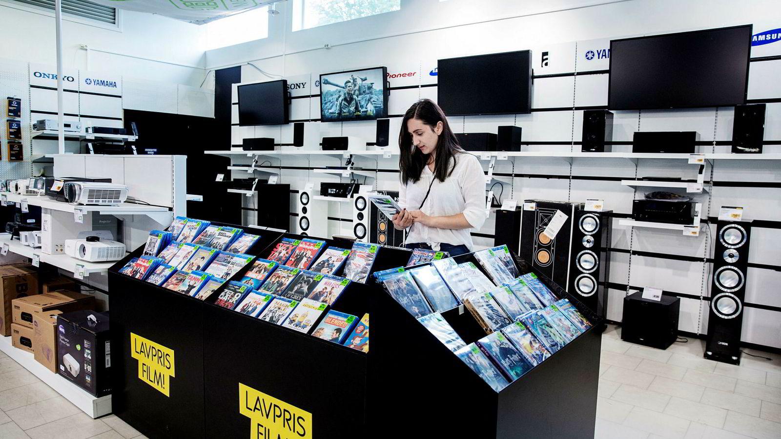 19 år gamle Katarina Karlsen ser mest film på Netflix, men kjøper filmene hun liker. Filmbransjen tjener mer på at hun gjør sistnevnte.
