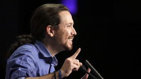 Podemos leder Pablo Iglesias taler under en konferanse i Madrid. Foto: REUTERS/Andrea Comas.