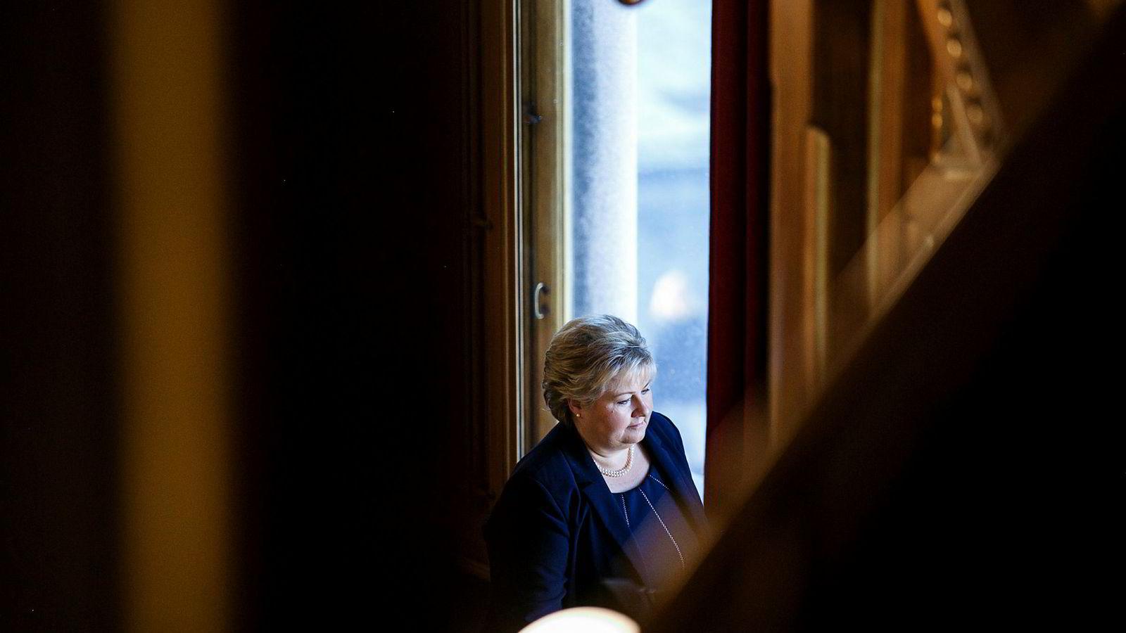 – Jeg er først og fremst opptatt av at feil rettes opp og ikke gjentas. Så er det Stortingets ansvar å gå gjennom saken, sier Erna Solberg.