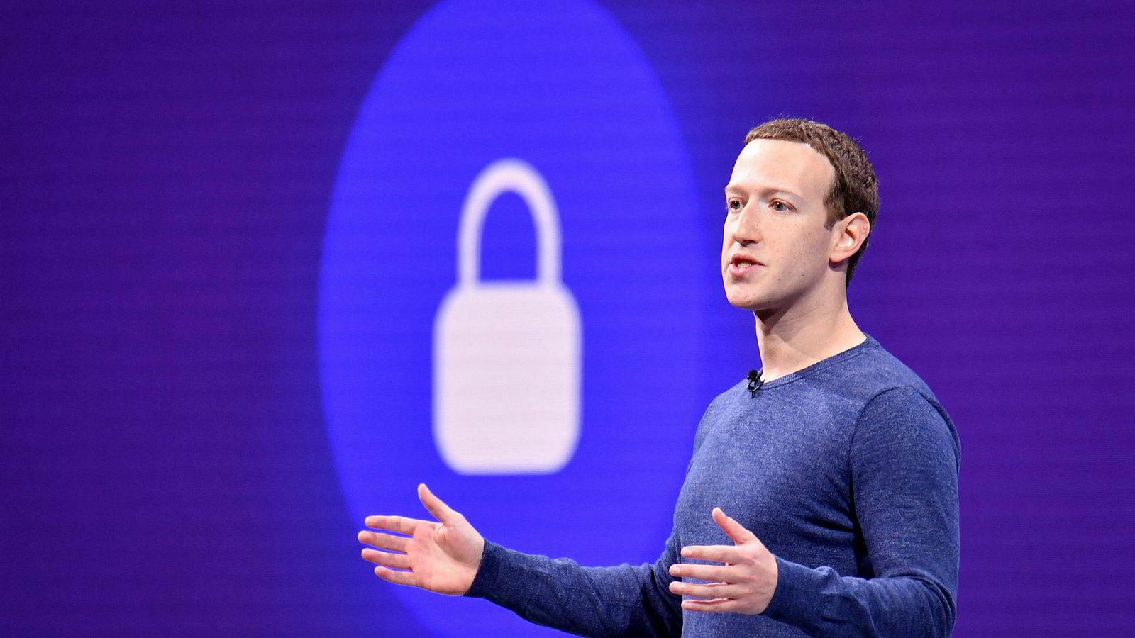 Facebook og toppsjefen Mark Zuckerberg har lenge vært på defensiven. Nå varsler han store endringer.