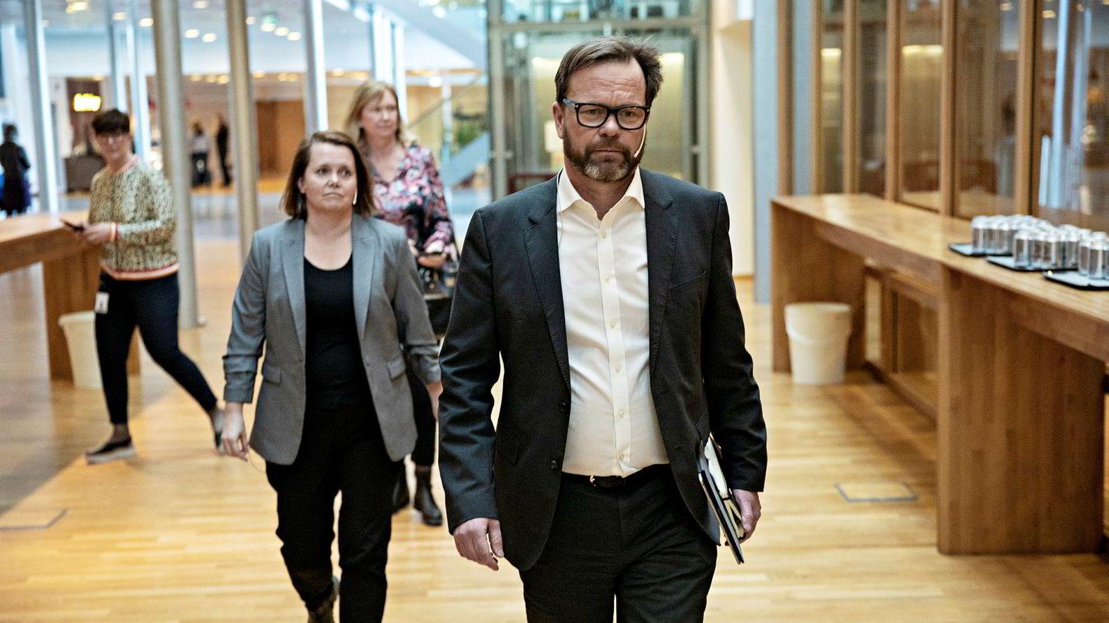 – Jo lengre angrepet er aktivt, jo lengre tid vil det ta å rydde opp, sa finansdirektør Eivind Kallevik på en pressekonferanse tirsdag. I bakgrunnen: Cybersikkerhetsdirektør Bente Hoff i Nasjonal sikkerhetsmyndighet (NSM).