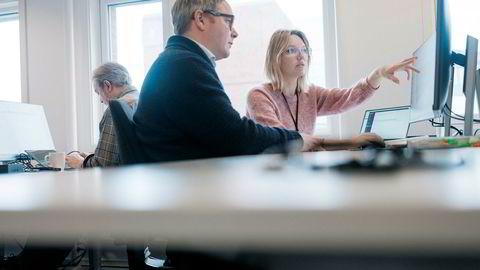 Eirik Larsen, sjef for Earth Science Analytics sammen med geolog og maskinlæringsekspert Anastasiia Titova. Bedriften planlegger å doble antall ansatte fra 20 til rundt 40 på et år. De har kontorer i Stavanger, Bergen, Tenerife og Aten.